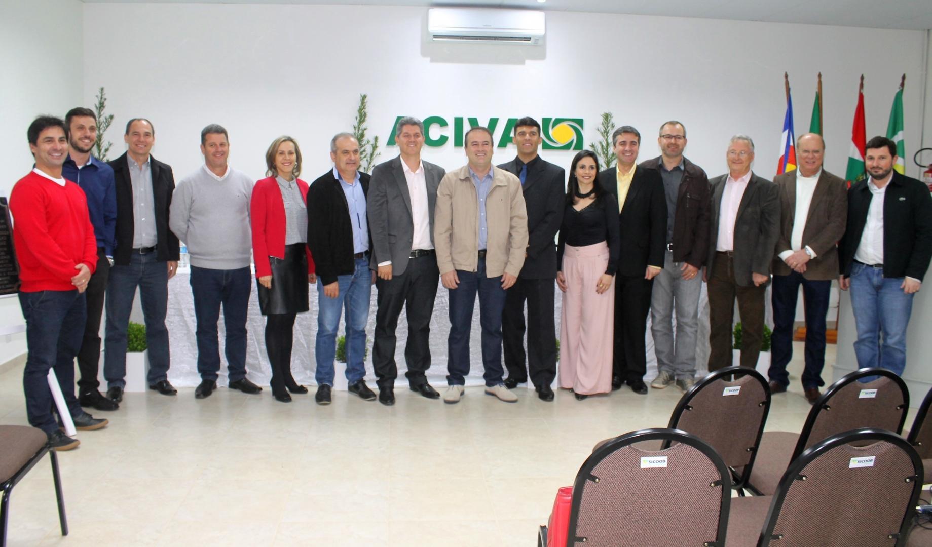 Autoridades regionais e ex-presidentes estiveram no evento