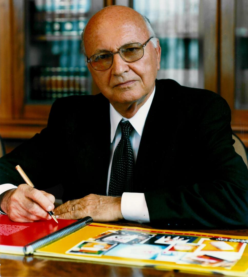 O ex-prefeito de Criciúma compartilha com a sociedade sua trajetória pessoal e profissional.